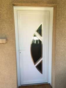 Porte d'entré en PVC Blanc Modèle demi lune contour inox
