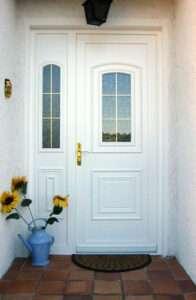 Porte d'entrée en PVC avec fixe latéral