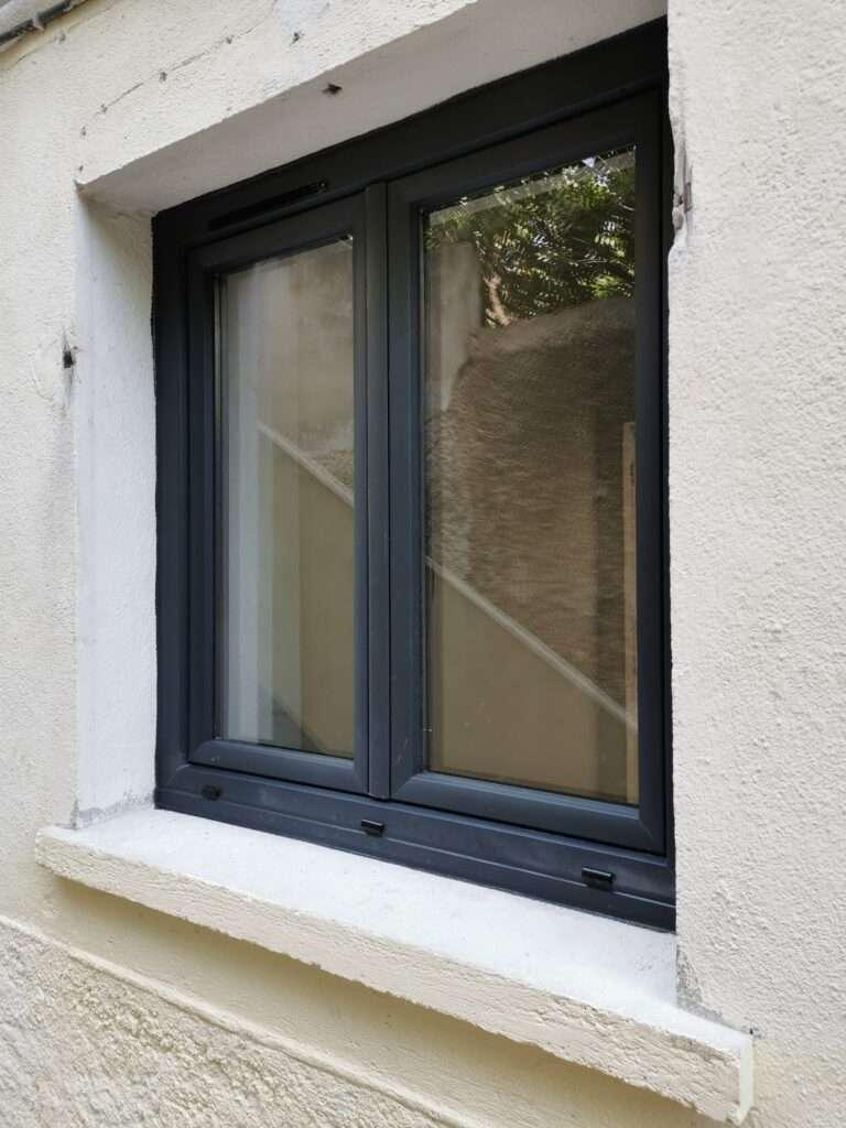 Marseille 8e: fenêtres en PVC gris