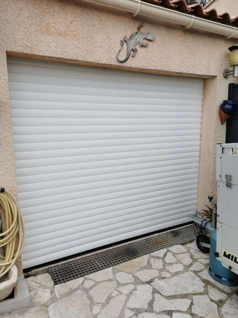 Auriol: porte de garage
